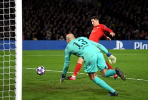 Robert Lewandowski rounds off a crushing win with Willy Caballero left sprawling.