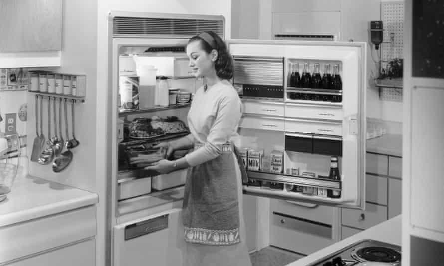 A non-invisible fridge, circa 1950s.