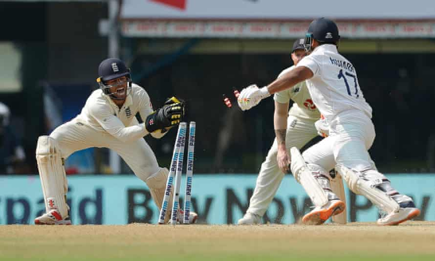 Ben Foakes stumps Rishabh Pant during the second Test