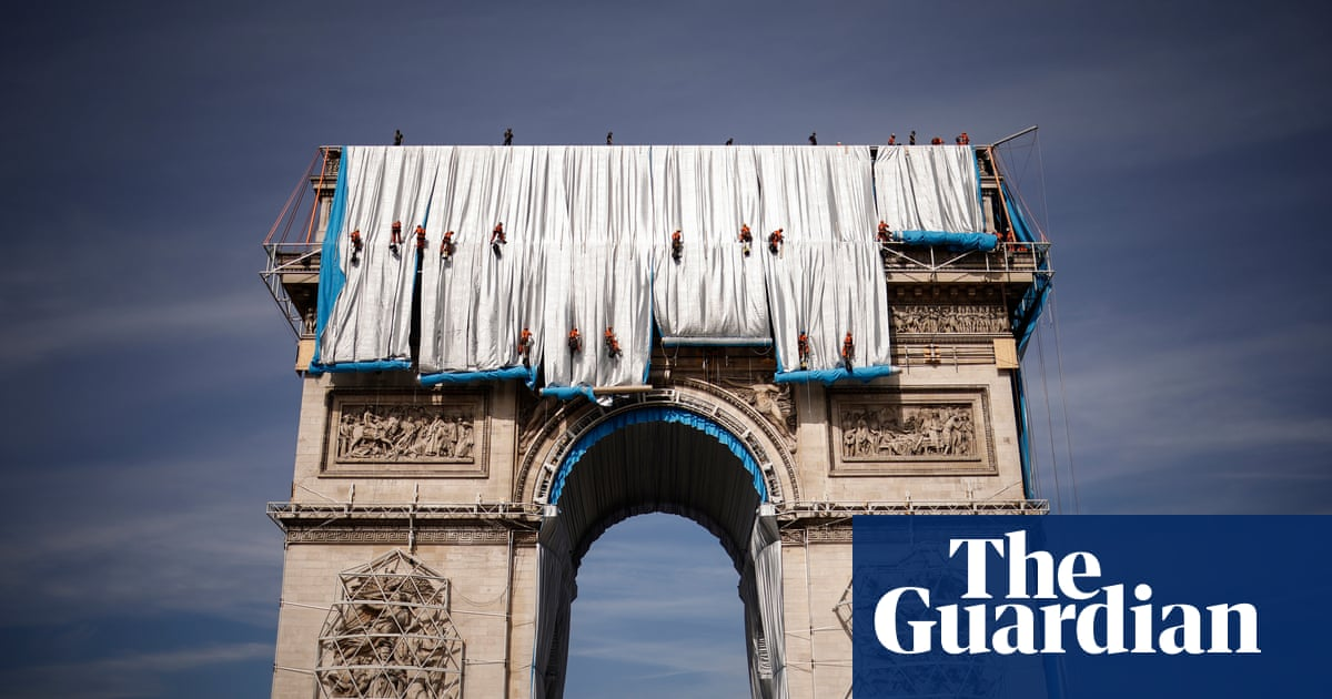 Work begins on wrapping Arc de Triomphe for Christo artwork