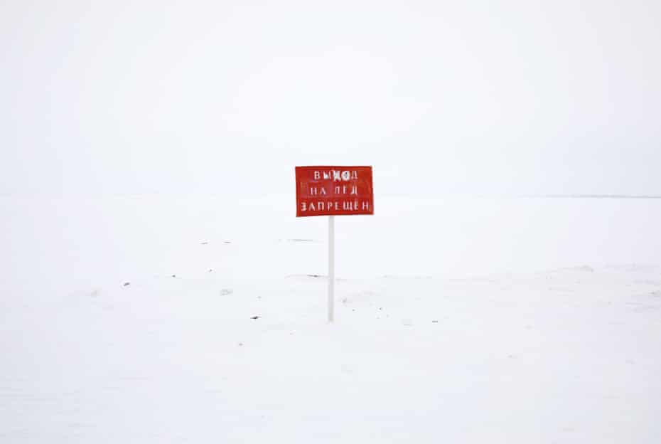 An official sign warning that 'going out to the ice is prohibited'. Yar-Sale village.
