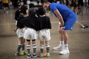 New Zealand captain Kieran Read talks to children at a fan event in Beppu.