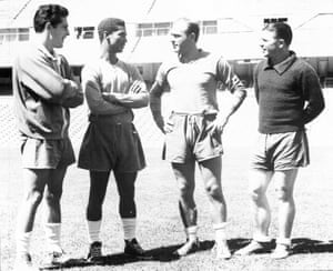 Didi chats with Alfredo Di Stéfano as Hector Rival, left, and Ferenc Puskás, right, look on.