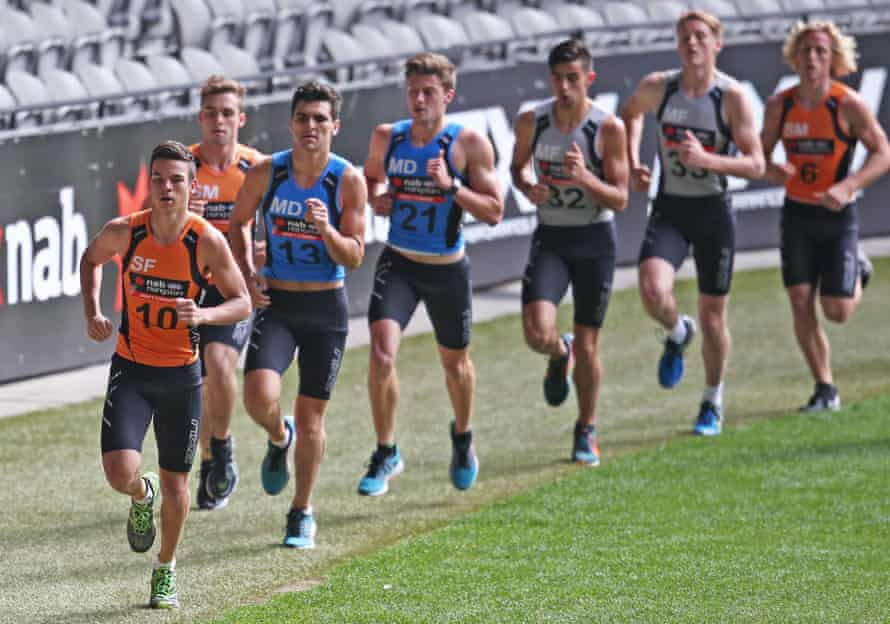 Daniel Rioli leads the pack in the 3km time trial at the 2015 AFL Draft Combine at Etihad Stadium.