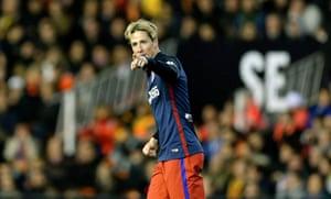 Fernando Torres celebrates his goal at Valencia.