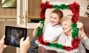 Children and Acer House residents worked together to make Christmas decorations – and take selfies.