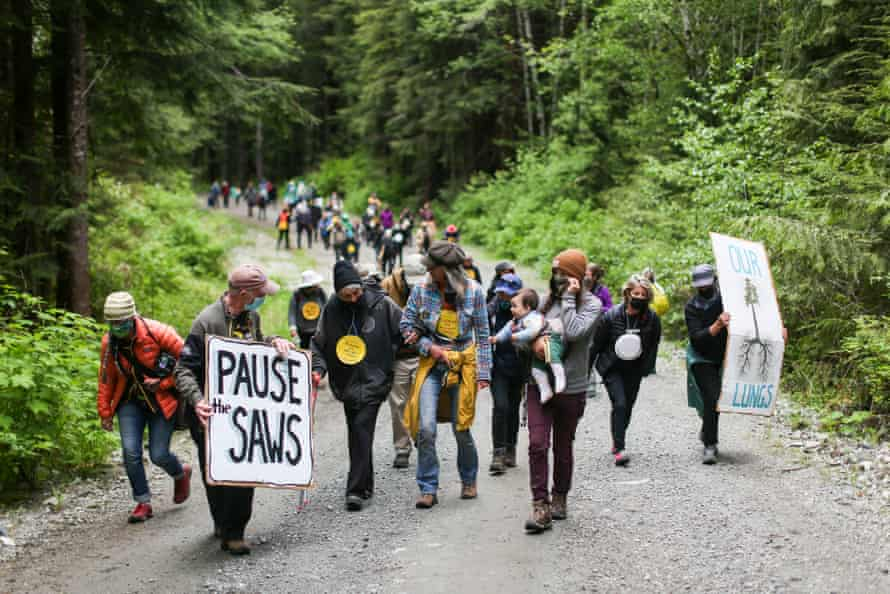 In May, nearly 100 seniors traveled from Victoria, British Columbia, to visit the blockades.