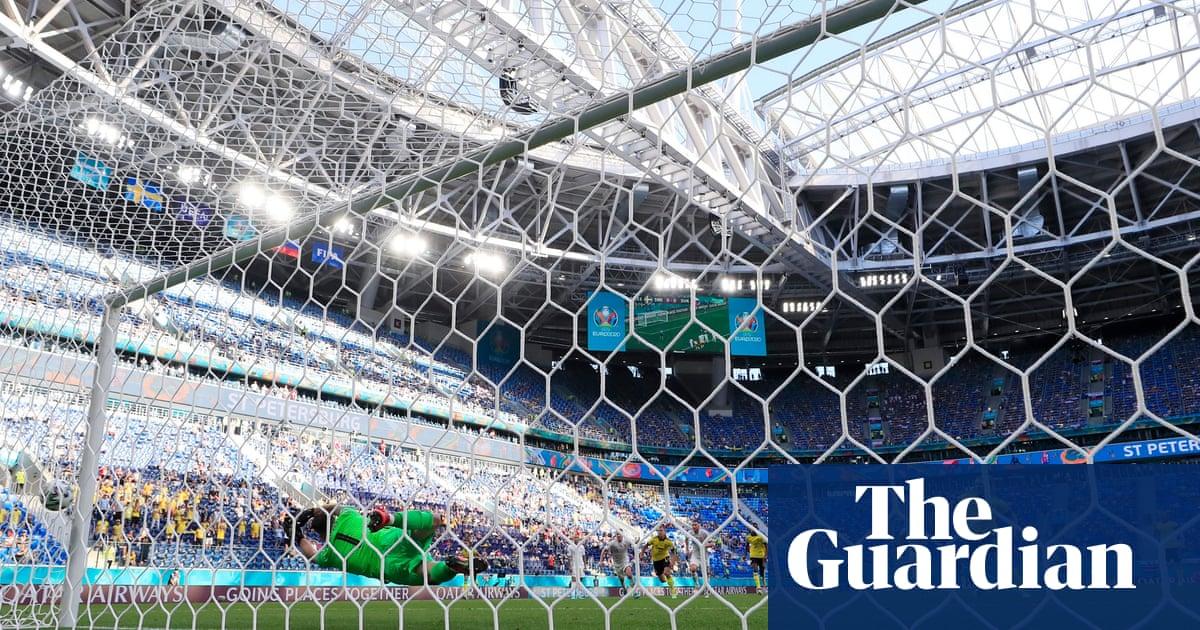 Emil Forsberg penalty gives Sweden slender win over stubborn Slovakia