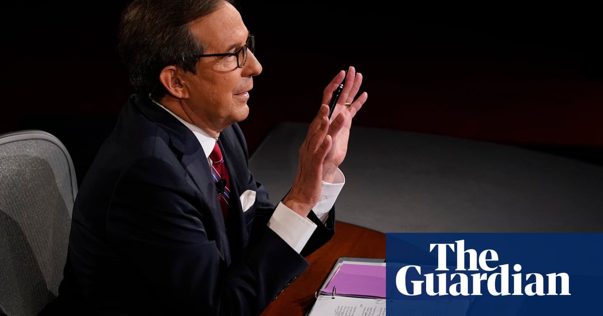 US presidential debate moderator Chris Wallace struggles to contain Trump - video