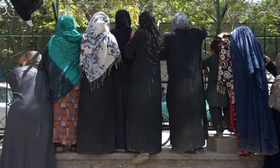 Internally displaced Afghan women in Kabul, 13 August 2021.