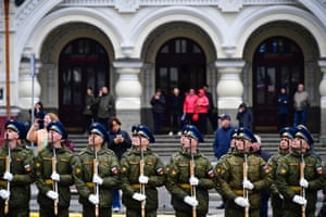 Honour guard soldiers prepare a welcome ceremony