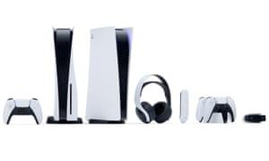 Las consolas Sony PlayStation 5 estándar y de edición digital, el controlador DualSense, el control remoto multimedia y el Pulse 3D inalámbrico. -Auriculares, estación de carga DualSense y cámara HD.