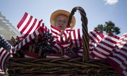 Helen Haendle of Murrells Inlet, South Carolin, hands out small American flags during a rally for Republican presidential candidate Ben Carson in Myrtle Beach, South Carolina, May 25, 2015. Carson, a former neurosurgeon, took 25 percent of the vote in a field of 17 candidates at Friday night's Southern Republican Leadership Conference. REUTERS/Randall Hill