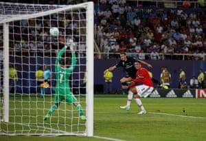 Gareth Bale's shot smacks the crossbar.