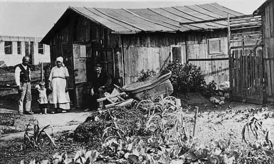 By 1921, more than 30,000 families lived in illegal settlements outside Vienna.