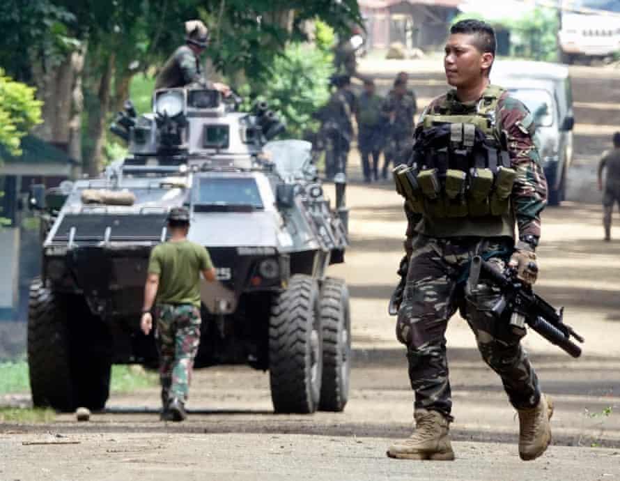 Fighting between militants linked to Isis and Filipino forces continues in Marawi city.