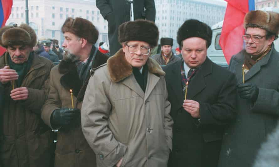 Sergei Kovalev, centre, at a demonstration against the war in Chechnya in Moscow in 1995