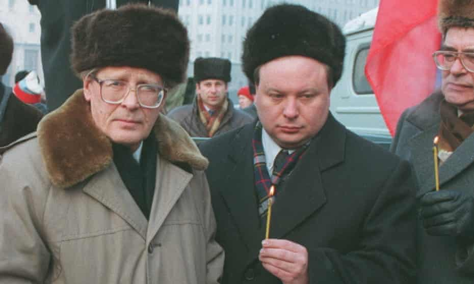 Sergei Kovalev, left, and the economist and politician Yegor Gaidar taking part in a protest at the federal counterintelligence service building in Lubyanka Square, Moscow, in 1995.