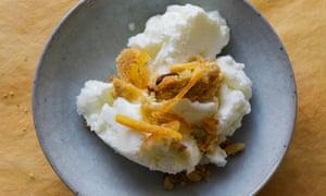 Lemon sheep's yogurt ice cream with nut crumble