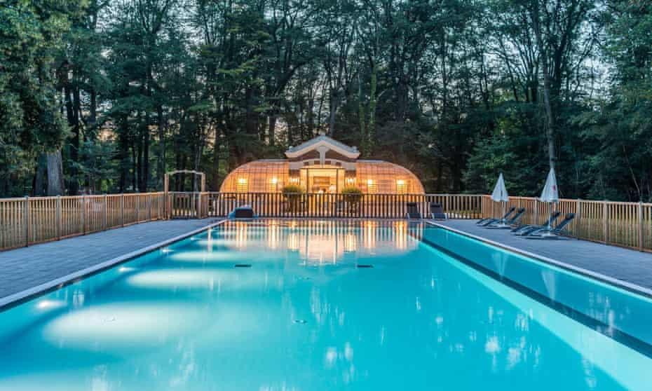 Pool at l'Orangerie de Beauregard