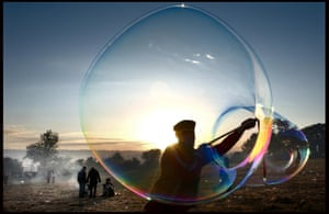 Giant bubbles at dawn 2004