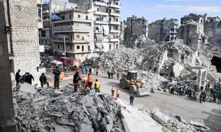 Rescue reams in rubble