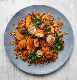 Crispy couscous with pumpkin and tomatoes