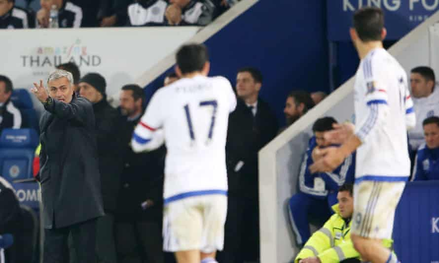 The Chelsea manager, José Mourinho, gives instructions to Pedro and Diego Costa during the 2-1 defeat to Leicester City at the King Power Stadium.
