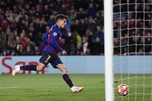 Coutinho makes it 2-0 Barcelona.