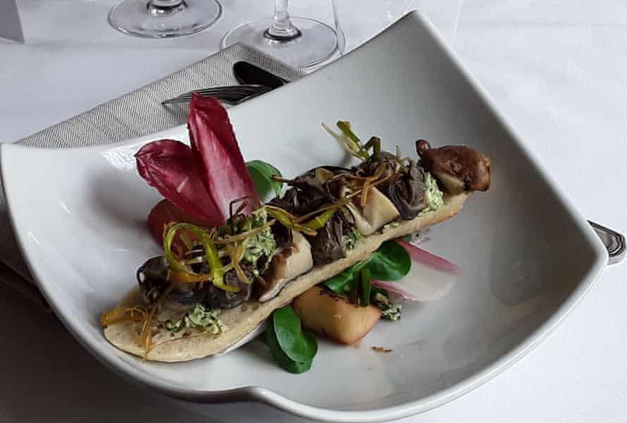 Le Petit Bouchot, an elegant seafood restaurant in Noirmoutier