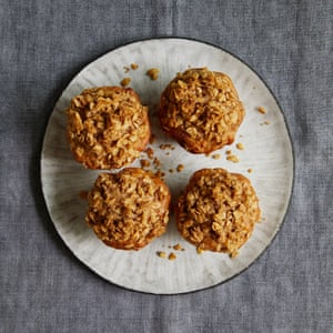 An a-peeling combo:apple crumble muffins.