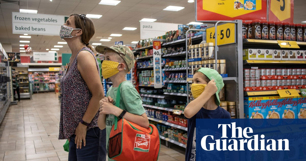 UK shoppers return to supermarkets as online spending slows