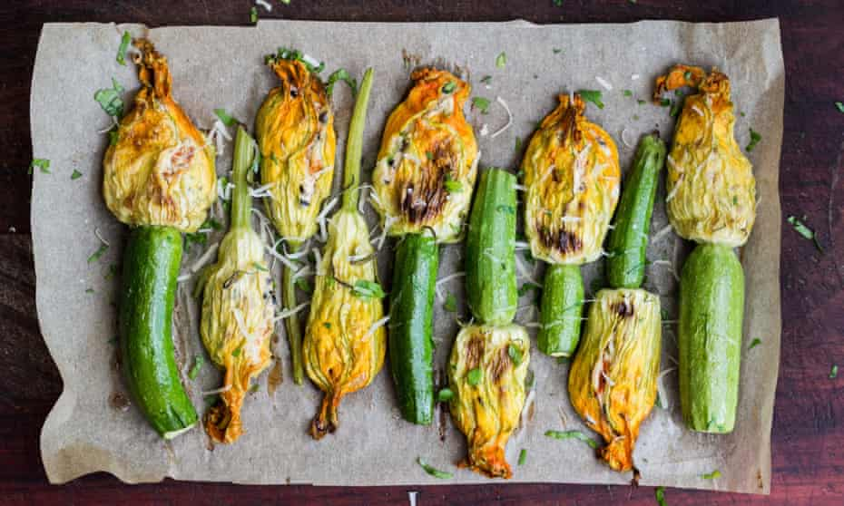 Fried courgette flowers stuffed with cream cheese and ricotta