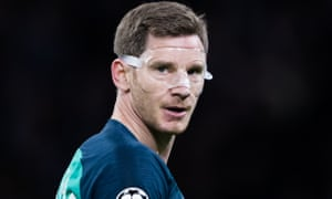 Tottenham's Jan Vertonghen, who played in a protective mask at Ajax, suffered a foot injury in Amsterdam.