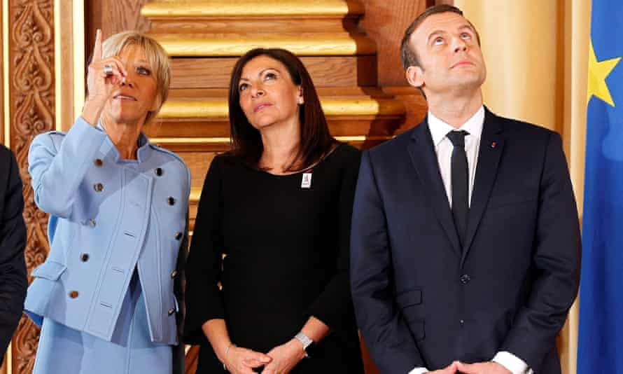 Paris mayor Anne Hidalgo flanked by France's president, Emmanuel Macron, and his wife