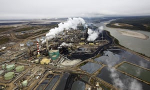 Suncor tar sands processing plant near the Athabasca River near Fort McMurray, Alberta, Canada