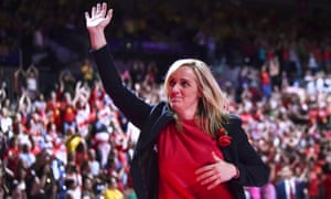 Tracey Neville acknowledges the applause of the crowd after England beat South Africa