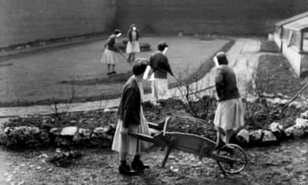 Women prisoners at work in the garden at Holloway Prison, 1958.
