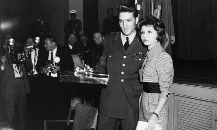 Sinatra with Elvis Presley on his last day of military service for her father's TV show, 1960.