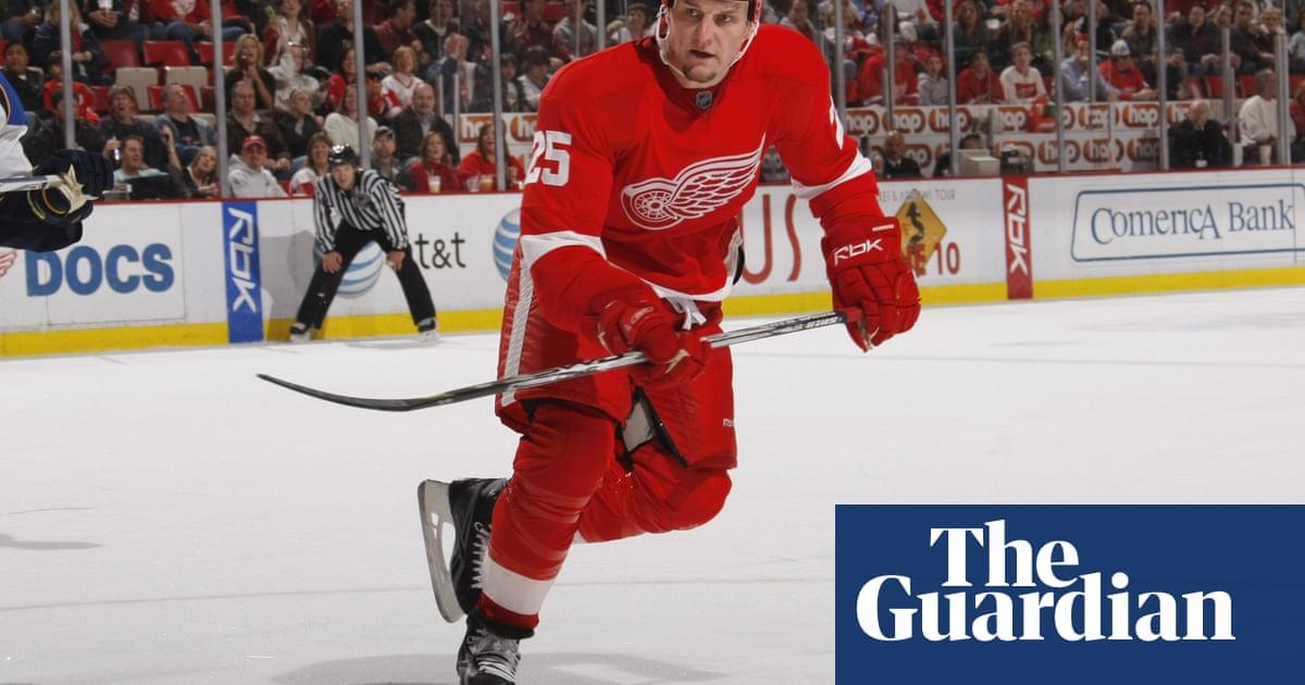 Would bringing back NHL's brawling enforcers make hockey safer?