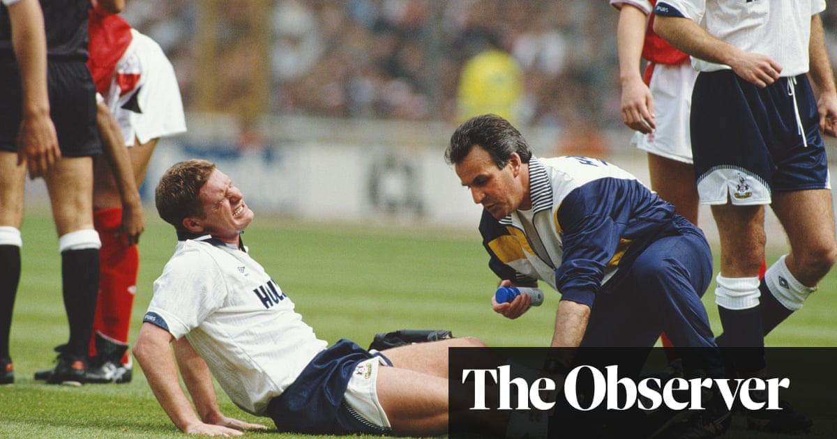 Roses, sharks and diving belts: Paul Gascoigne's battle to save his career