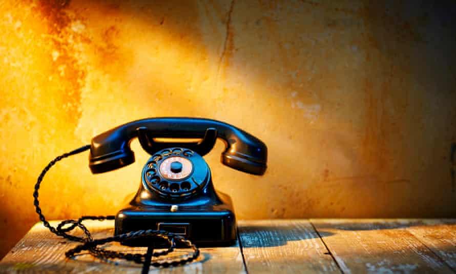 Black bakelite telephon