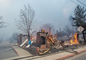 The Blackbear Diner burns as the Camp fire tears through Paradise, California on November 8, 2018. - More than 18,000 acres have been scorched in a matter of hours burning with it a hospital, a gas station and dozens of homes.