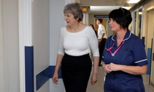 Theresa May with ward manager Debbie Rutter