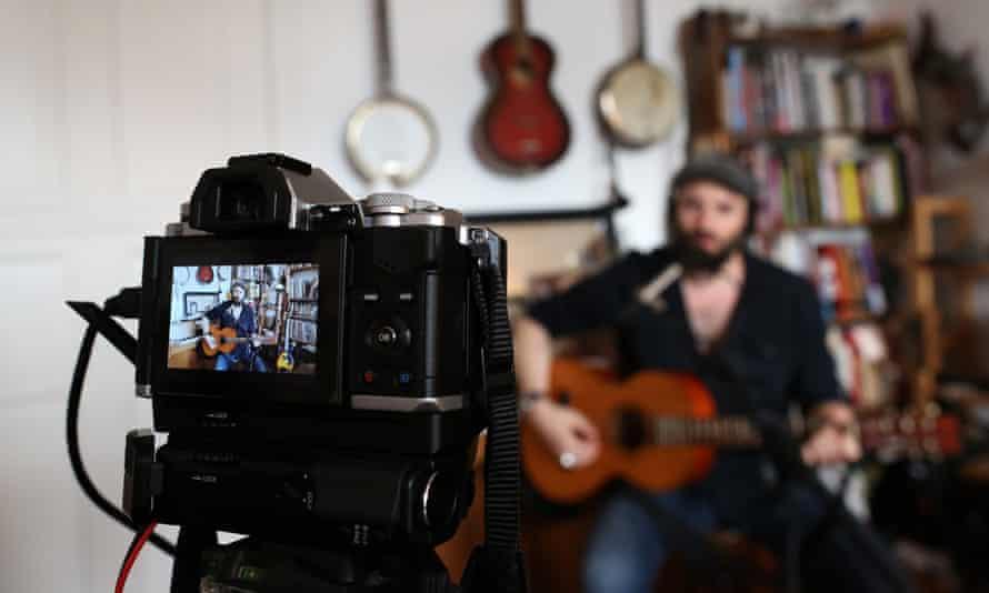 Musician Daniel Kahn performs a livestreamed concert in July 2020.