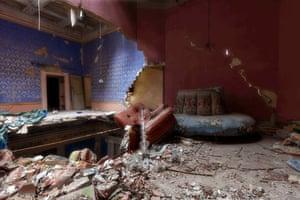 Elegant neglect abandoned italian buildings in pictures for Case abbandonate italia