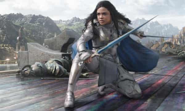 Tessa Thompson wields a sword in Thor: Ragnarok (2017).