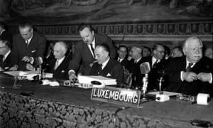 European politicians sign the treaty of Rome on 25 March 1957.