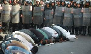 Egyptians pray street police Giza