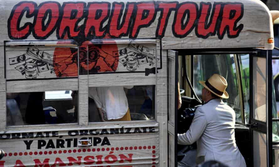 The Corruptour bus offers a sightseeing tour of places, institutions and companies in Mexico City relating to alleged scandals in recent Mexican history.